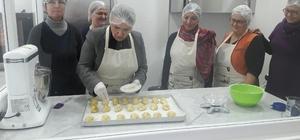 Başkan Uyar, Urlalı kadınların üretimine katıldı