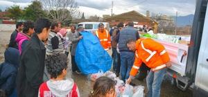 Torbalı'da Suriyeli mültecilere erzak yardımı