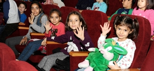 Çocuklara sinema ve tiyatro şöleni