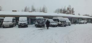 Malazgirt'te köy minibüsleri için durak oluşturuldu