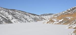 Köse baraj gölünün yüzeyi buz tuttu