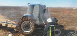Tarlayı süren traktör alev aldı