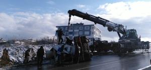 Buzdan kayan beton mikseri devrildi