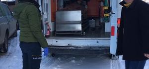 Karda kalan ambulansı, belediye ekipleri hastaya ulaştırdı