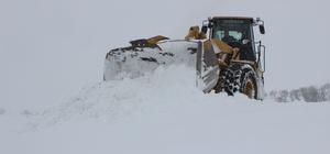 Tüp patlayan eve 2 saat süren karla mücadelenin ardından ulaşıldı