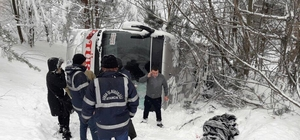 Sinop'ta yolcu otobüsü şarampole devrildi: 1 yaralı