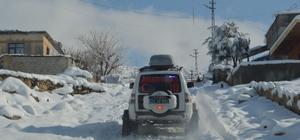 Köyde rahatsızlanan çocuğun imdadına paletli ambulans yetişti