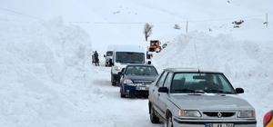 Karla mücadele ekibinin üzerine çığ düştü: 1 yaralı