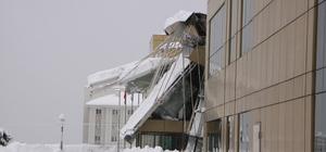 Trabzon'da hastanenin dış bölümündeki çatı çöktü