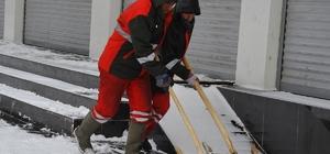 Büyükşehir Belediyesi kar temizleme çalışmalarını sürdürüyor