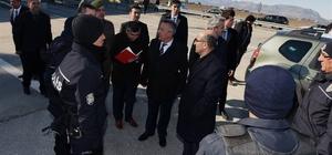 Vali Demirtaş, polis uygulama noktalarını denetledi