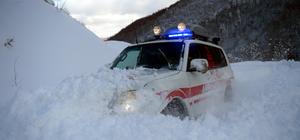 Sağlık ekipleri karlı yollarda hastalar için seferber oldu