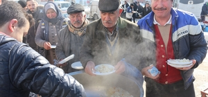 İnönü Ülkü Ocakları gazi ve şehitler için pilav dağıttı