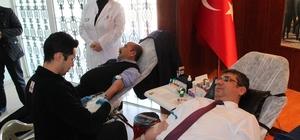 Sağlık çalışanları, kan bağışında bulundu