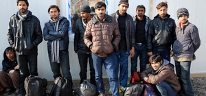 Yunanistan kaçak göçmenleri Türk sınırına bıraktı