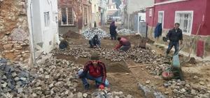 Ayvalık'ta yol onarım çalışmaları sürüyor