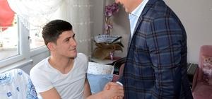 Turan, Lapseki'li gaziyi evinde ziyaret etti