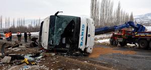 GÜNCELLEME - Sivas'ta yolcu otobüsü devrildi