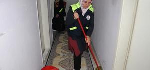 Belediyeden bakıma muhtaç vatandaşa evinde temizlik hizmeti