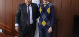 Sorgun Belediye Başkanı Ahmet Şimşek, TEOG birincisini ödüllendirdi