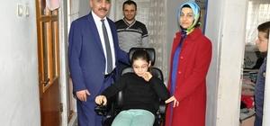 Engelli çocuğun akülü sandalye sevinci