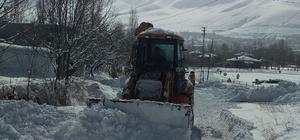 Gevaş Belediyesinden karla mücadele çalışması