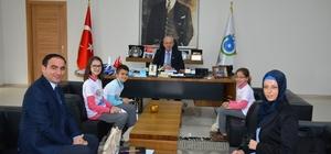 Albayrak, Su Kaşifi Projesinde Türkiye 1'ncisi olan okulun öğrencilerini ağırladı