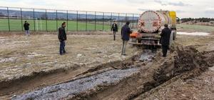 Kütahya'da tankerdeki asit yola aktı
