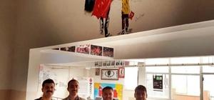 Gölbaşı Fen Lisesinin duvarlarına 15 Temmuz resimleri çizildi