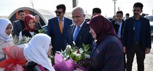 Vali Tuna Suriyeli öğrencileri okullarında ziyaret etti