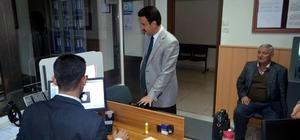 Kaymakam Özdemir, yeni kimlik kartı için başvuru yaptı