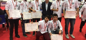 Üniversiteli aşçılar madalyayla döndü
