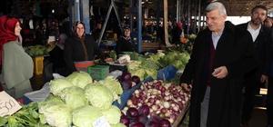 Başkan Karaosmanoğlu, köylü pazarında ev alışverişi yaptı