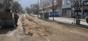 Akşehir'de yol ve kaldırımlar tamir ediliyor
