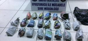 Uyuşturucu satıcıları polisten kaçamadı