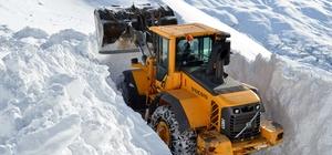 Ekiplerin 4 metre kardaki mücadelesi