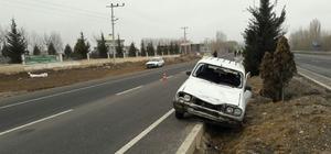 Otomobil uygulama noktasında polise çarptı