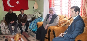 Tutak Kaymakamı Erat şehit ailesini ziyaret etti