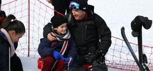 Burdur Valisi Yılmaz çocuklarla kayak yaptı