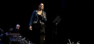 Zeynep Karababa, türküleriyle TSKM'de sahne aldı