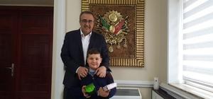 Başkan Karaçoban küçük Kerem'i ağırladı