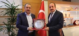 Gümüşhanelilerden Başkan Duruay'a teşekkür plaketi