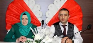 Sevgililer Gününde evlendiler