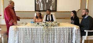 Başkan Akgün'den genç çifte 14 Şubat sürprizi