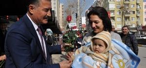 Başkan Tuna, Sevgililer Günü'nde 5 bin gül dağıttı, 30 çiftin nikahını kıydı
