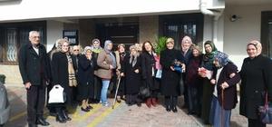 AK Partili kadınlar huzurevi sakinlerini misafir etti