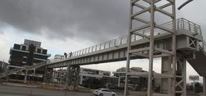 D-100'deki üçüncü yaya köprüsünde tabliyeler konuldu