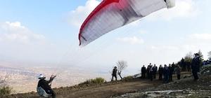 Uşak'ta yamaç paraşütü heyecanı