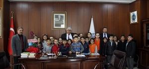 Sorgun Belediye Başkanı Ahmet Şimşek, öğrencileri makamında kabul etti