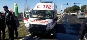 Ambulans minibüsle çarpıştı: 1'i ağır 5 yaralı